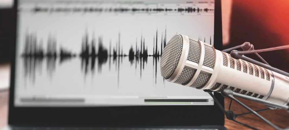 sound wave on laptap and microphone